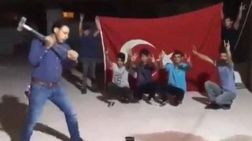 Viral Orang Turki Menghancurkan Iphone