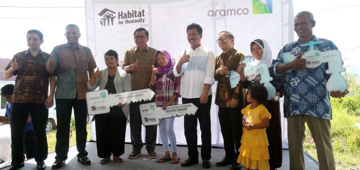 Walikota Serahkan 33 Unit Rumah Layak Huni Kolaborasi Aramco Asia Dan Habitat For Humanity