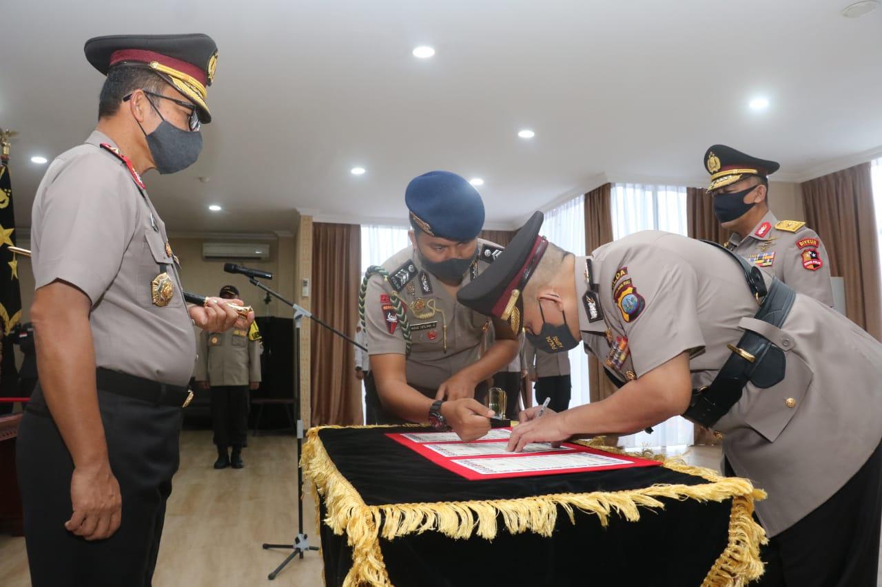 Serah Terima Jabatan Wakapolda Kepri Dipimpin oleh Kapolda Kepri