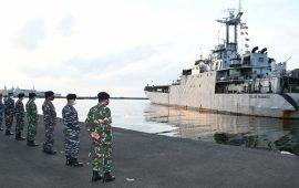 Pimpin Jajar Kehormatan Pelepasan KRI Teluk Manado-537 Bawa Pasukan TNI AD ke Perbatasan Timor Leste, Ini Kata Komandan Lantamal VI Makasar