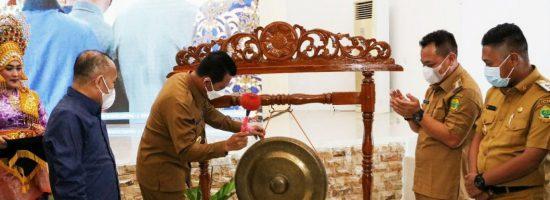 Gubernur Provinsi Kepulauan Riau, Ansar Ahmad, saat membuka Musyawarah Perencanaan Pembangunan (Musrenbang) Kabupaten Lingga, di Aula Kantor Bupati Lingga, Selasa (6/4/2021). (Foto: Istimewa)