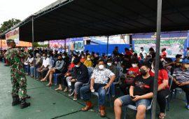 TNI AL Vaksinasi Masyarakat yang Tinggal di Aliran Banjir Bandang Jayapura