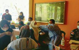 TNI AL Ranai Gelar Serbuan Vaksinasi kepada Pelajar