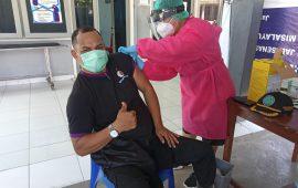 Ketua DPN Pemuda Adat Papua Vaksin ke RS Angkatan Laut Dr Soedibjo Saradi