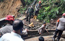 Kapolres Tanah Karo Turun Langsung Pencarian Korban Tanah Longsor di Desa Sugihen