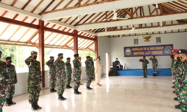 Danlanal Terima Laporan Kenaikan Pangkat Perwira, Bintara, Tamtama dan PNS Lanal Dabo Singkep