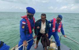 Pencarian Nelayan Leho oleh Satpolairud Polres Karimun yang Hilang Kontak