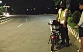 Balap Liar di Area Simpang Lima Gumul Dibubarkan Personil Polsek Ngasem