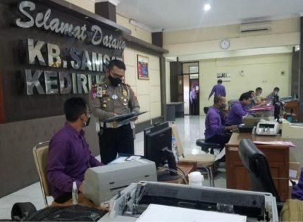 Kasatlantas Polres Kota Kediri Sidak Pelayanan Anggota Samsat
