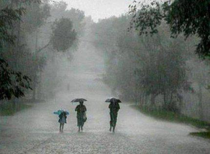 Beberapa Kota Berpotensi Alami Hujan Petir pada Senin